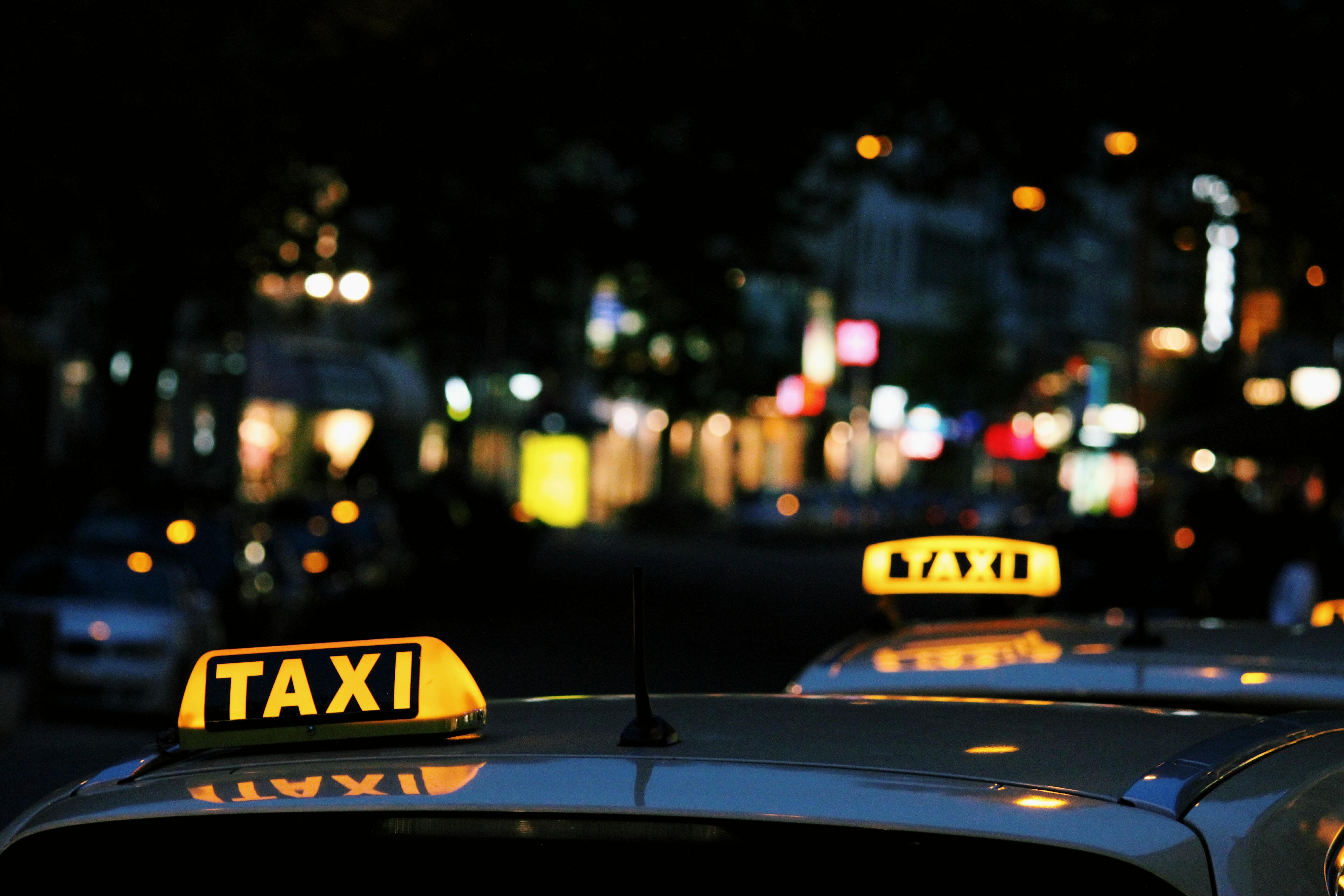 Voor- En Nadelen Van Een Bestelde Taxi En Straattaxi